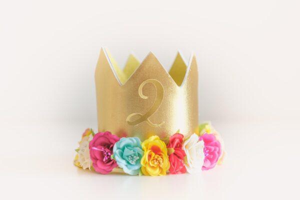 Corona cumpleaños flores colores